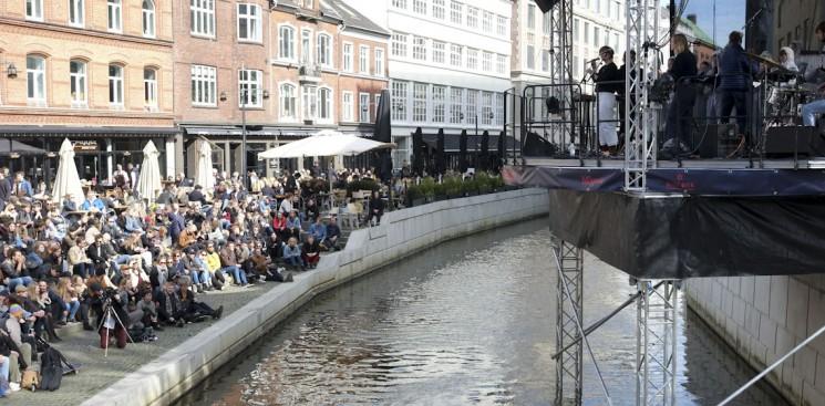 SPOT: Lowly captivates spectators in sunny festival opening